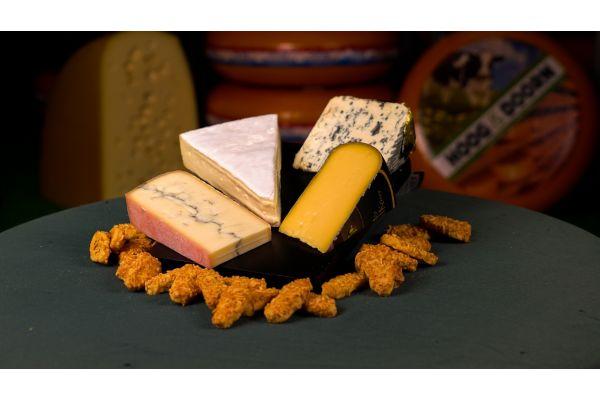 Kaasplank met Morbier, Roombrie, Saint Agur en Trappisten kaas